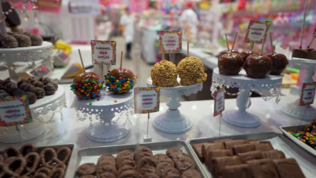 panning candy and chocolate store display video