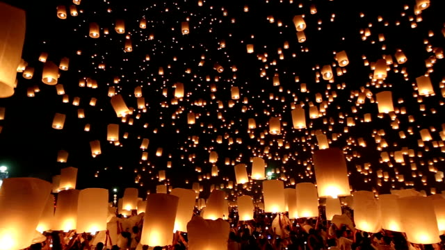 HD Panning: flying Lantern Yeepeng Loi Kra Tong festival in thailand video