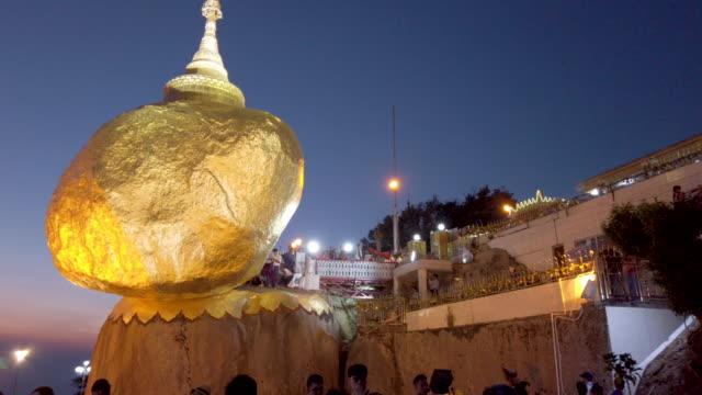 sabah 4k panning kyaikhtiyo veya kyaiktiyo pagoda - stupa stok videoları ve detay görüntü çekimi