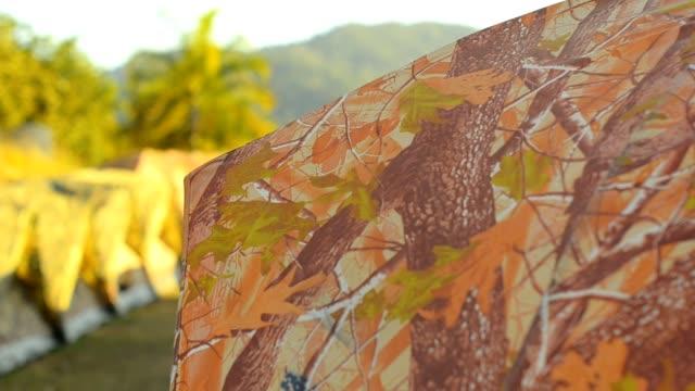przesuwanie: wiele namiotów podczas zmierzchu - ekoturystyka filmów i materiałów b-roll
