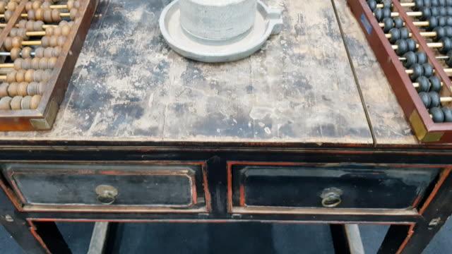 panorering gamla kinesiska trä bordsbakgrund - abakus bildbanksvideor och videomaterial från bakom kulisserna