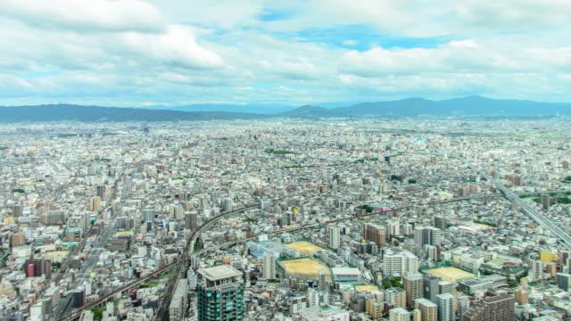 大阪のあわのハルカスから大阪市の4kパン右から左にタイムラプス航空写真 - デッキ点の映像素材/bロール