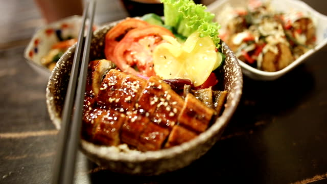 rt panning unangi dong. - japanisches essen stock-videos und b-roll-filmmaterial