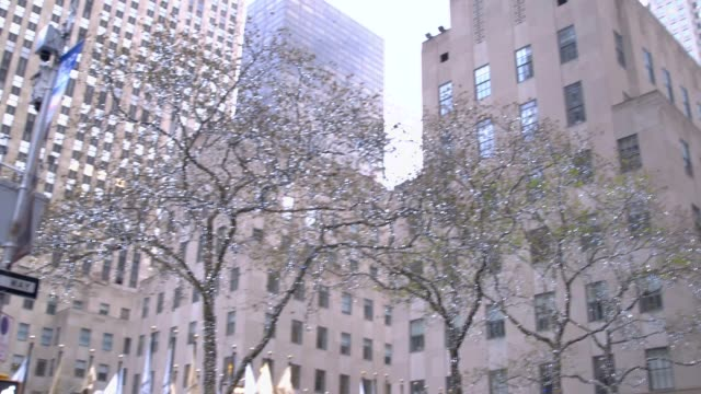 Panning Video of The Christmas Tree in Rockefeller Center With Large Groups Of Tourists