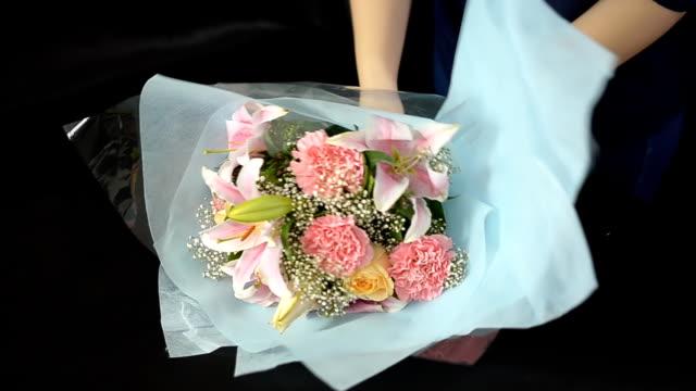 panning : women arrange wedding bouquet video