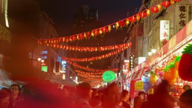 vídeos y material grabado en eventos de stock de panorámica / zoom 2018 año nuevo chino en chinatown de singapur y viajero disfruta traviling - prosperidad