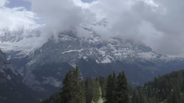 guldvaskning-cable car till första mountain grindelwald schweiz - grindelwald bildbanksvideor och videomaterial från bakom kulisserna