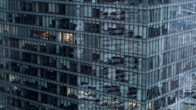 panorama camera on a glass office building - wielki filmów i materiałów b-roll
