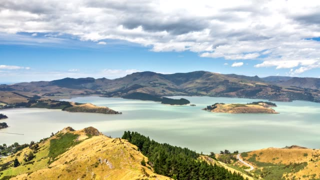 panorama view of lake in new zealand landscape in sunny summer day time lapse - christchurch nuova zelanda video stock e b–roll