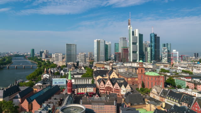 panoramic aerial view of frankfurt urban skyline, 4k time lapse (zoom out) - francoforte sul meno video stock e b–roll
