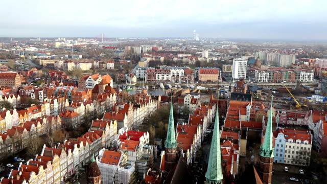 panorama luftbild der altstadt von gdansk, polen - polnische kultur stock-videos und b-roll-filmmaterial