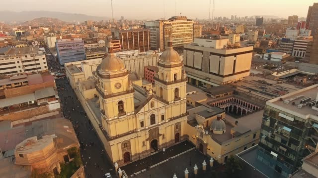 panoramische luftaufnahme von lima, peru basilika und kloster os san pedro - lima stock-videos und b-roll-filmmaterial
