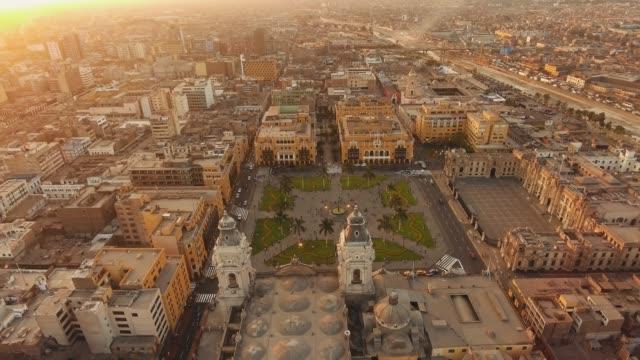 panoramische luftaufnahme von lima, peru plaza de armas - lima stock-videos und b-roll-filmmaterial