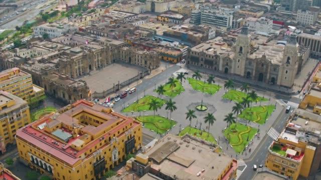 panoramische luftaufnahme von lima präsidentenpalast am plaza de armas - lima stock-videos und b-roll-filmmaterial