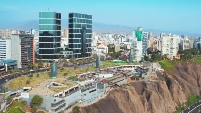 vídeos de stock e filmes b-roll de panoramic aerial view of miraflores district (larcomar) in lima, peru. - lima