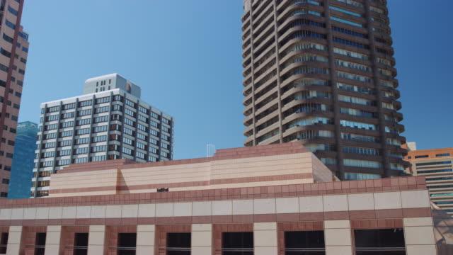 南アフリカの街並みと青空のパノラマショット - 南アフリカ共和国点の映像素材/bロール