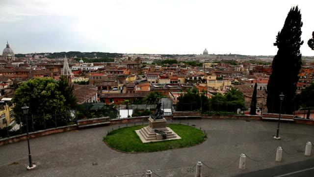 panoramautsikt över stadssilhuetten av rom - peter and paul cathedral bildbanksvideor och videomaterial från bakom kulisserna