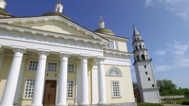 古い信徒の教会と Nevyansk の斜塔のパノラマ ビデオ ビデオ