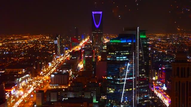 stockvideo's en b-roll-footage met een panoramisch uitzicht over de stad riyad met de koninkrijkstoren - riyad
