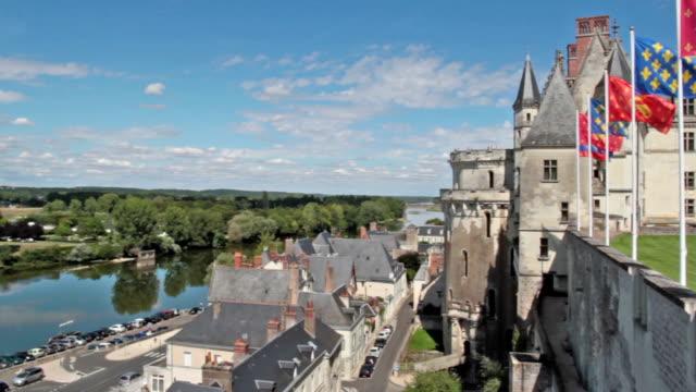 panoramik bir amboise - loire valley - fransa kralı i. fransuva stok videoları ve detay görüntü çekimi
