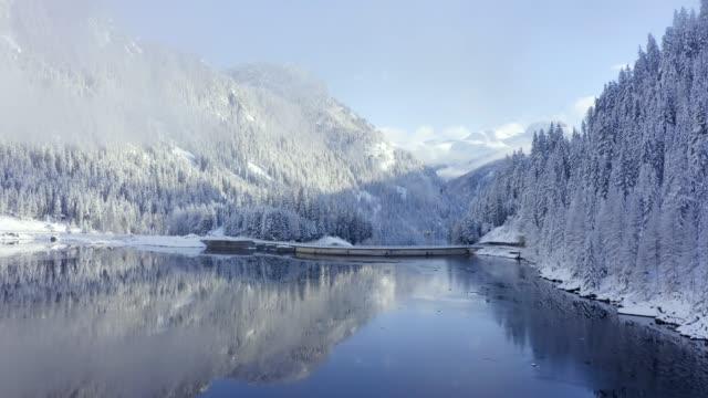 스위스 알프스의 아름다운 하얀 겨울 원더랜드 풍경의 파노라마 뷰 - mountain top 스톡 비디오 및 b-롤 화면
