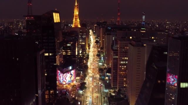vídeos y material grabado en eventos de stock de vista panorámica de la escena de la vida de la ciudad de la belleza. gran paisaje - avenida