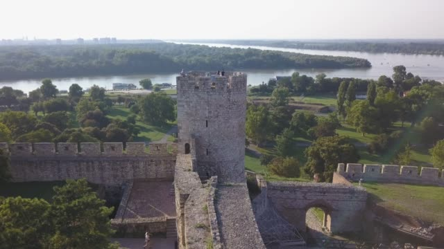 panoramic view of belgrade fortress over old tower - белград стоковые видео и кадры b-roll