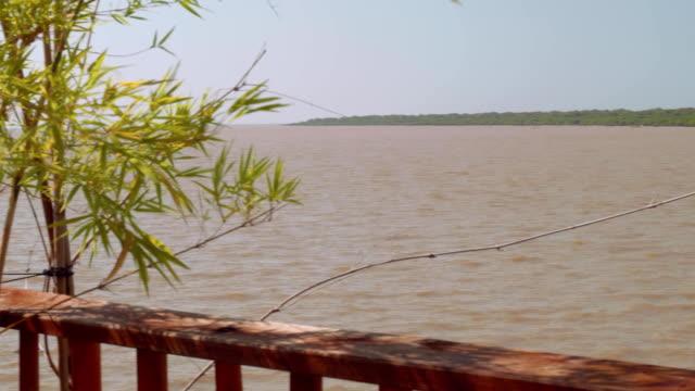 panoramablick von der see tonle sap in kambodscha - kambodschanische kultur stock-videos und b-roll-filmmaterial