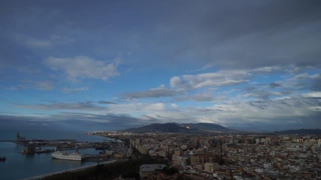 stockvideo's en b-roll-footage met panoramisch uitzicht op malaga stadsgezicht en haven vanaf de top - sportcompetitie