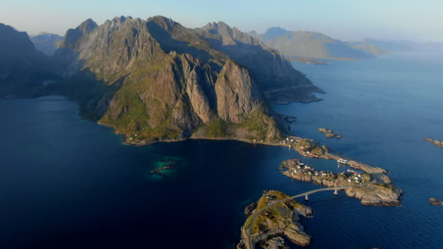 vídeos de stock e filmes b-roll de panoramic view of reine, lofoten, norway - lofoten