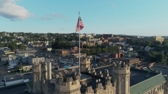 Panoramic view of Scranton at sunset. Pennsylvania, USA. Drone aerial video with the ascending camera motion. - vídeo