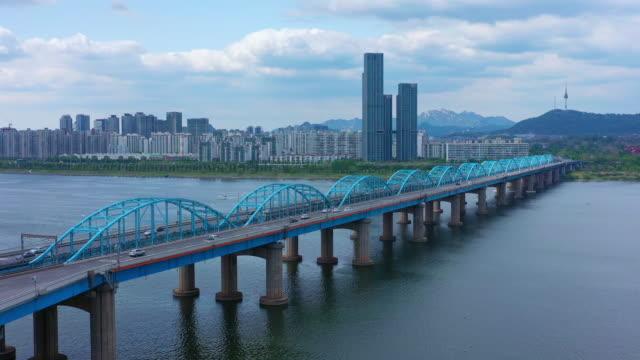 vídeos y material grabado en eventos de stock de vista panorámica de los puentes de seúl y dongjak y hay un ferrocarril metropolitano en marcha - n seoul tower