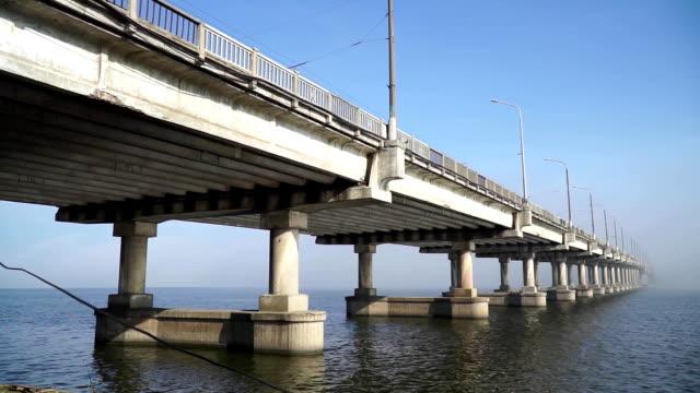 vídeos y material grabado en eventos de stock de vista panorámica del puente sobre el río - río yangtsé