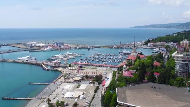 vídeos de stock e filmes b-roll de panoramic view of the seaport on a summer day, aerial shot - jogos internacionais