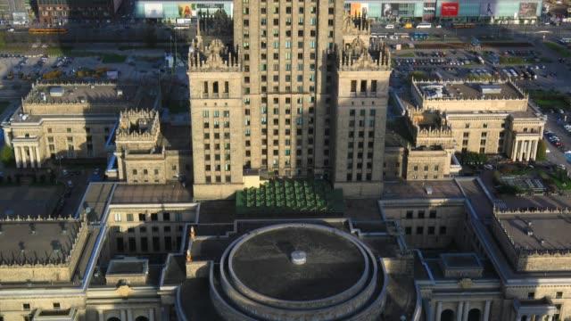 panoramablick auf warschau stadtzentrum mit der palast für kultur und wissenschaft - warschau stock-videos und b-roll-filmmaterial