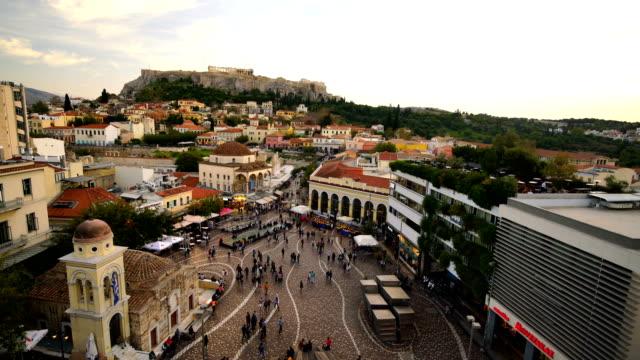 vídeos de stock, filmes e b-roll de vista panorâmico sobre a cidade velha de atenas e o templo do parthenon do acropolis - atenas grécia