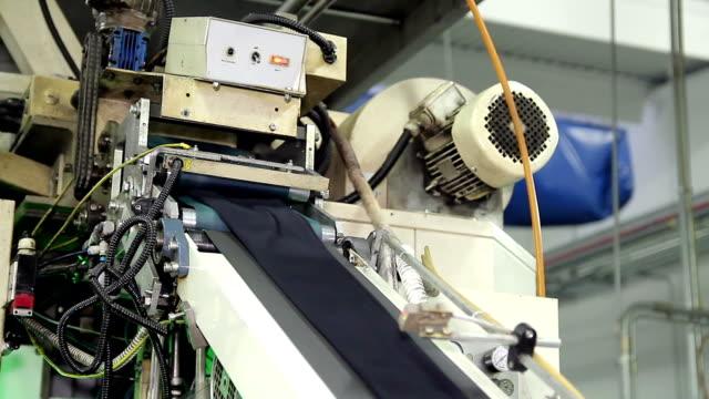 strumpbyxor på transportbandet - strumpbyxor bildbanksvideor och videomaterial från bakom kulisserna