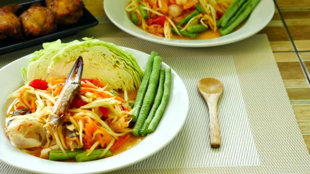 papaya salad, thai cuisine - tajska kuchnia filmów i materiałów b-roll