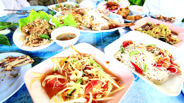 sałatka z papai (som tum) - tajska kuchnia filmów i materiałów b-roll