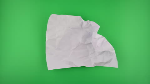 vídeos y material grabado en eventos de stock de desenvolviendo la bola de papel sobre el fondo verde. - papel