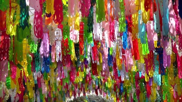 紙製ランタンでムンイー-peng festival 、チェンマイ・タイ - 謝肉祭点の映像素材/bロール