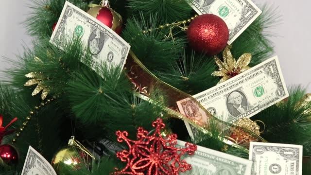 paper money on a christmas tree. - dollar bill стоковые видео и кадры b-roll