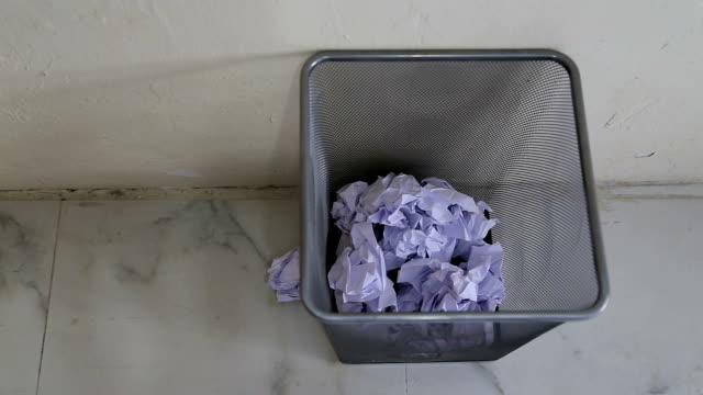 Paper Toss video