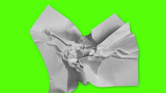 vídeos de stock e filmes b-roll de paper wrinkles green screen - amarrotado