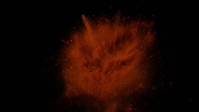 vídeos de stock e filmes b-roll de paprika, capsicum annuum, powder falling against black background, slow motion 4k - pimentão