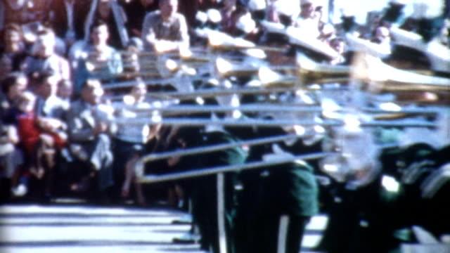 parata banda che marcia anni'50 - sfilata video stock e b–roll