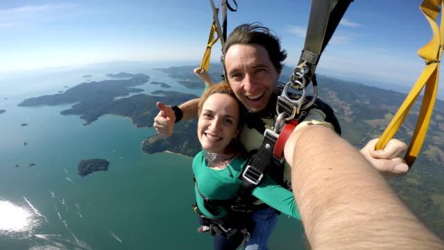 paragliding selfie portrait beauty woman - парапланеризм стоковые видео и кадры b-roll