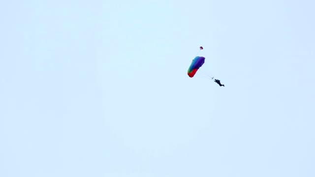 parapendio. - volo con parapendio video stock e b–roll