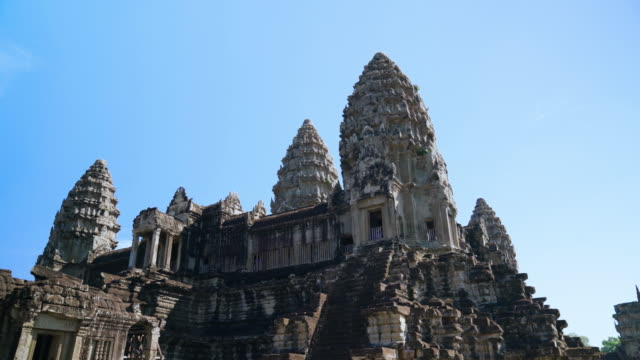 vídeos de stock e filmes b-roll de parallax movement of the angkor wat temple, siem reap, cambodia - buda
