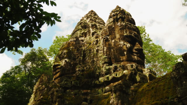 Parallax of Famous Smile Face Statue Of Bayon Temple in Angkor Thom, Siem Reap, Cambodia